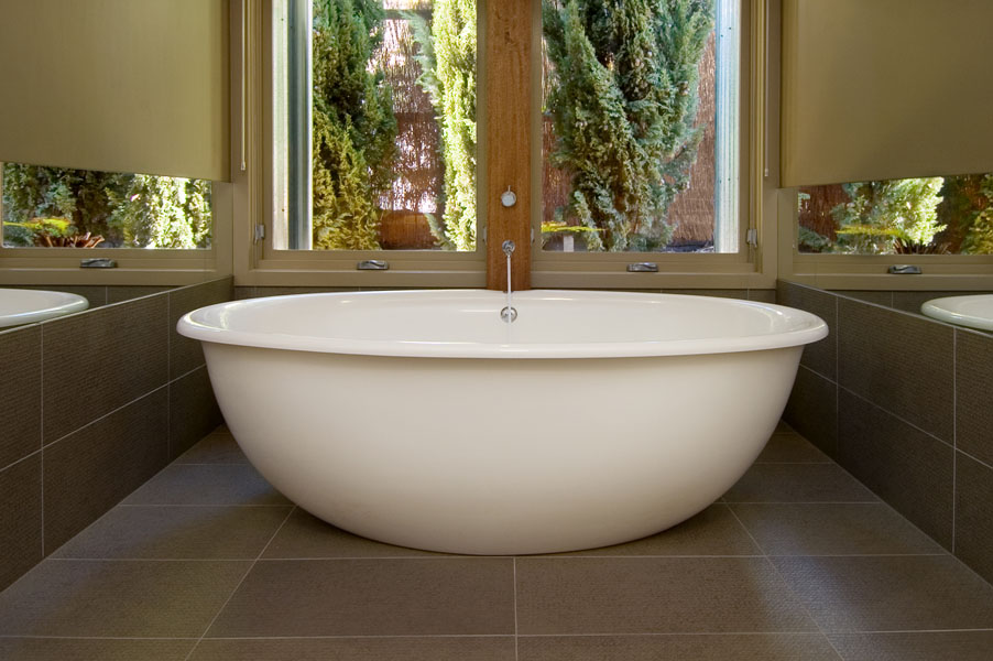 Freestanding baths and spas - AQVA Luxury Baths and Spas